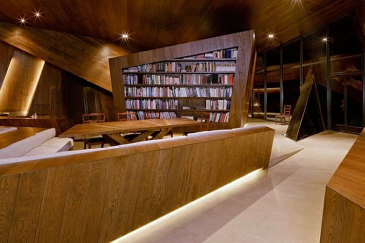 18.36.54 House Library